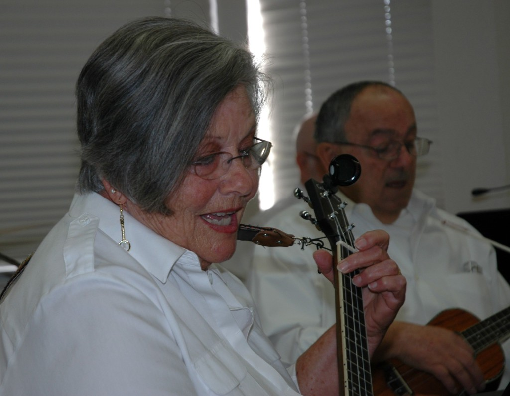 """MJ Nealan"" performs with the Ukulele Heaven Orchestra at a recent California Retired Teachers Association gathering. / Photo: Jennifer K. Morita"