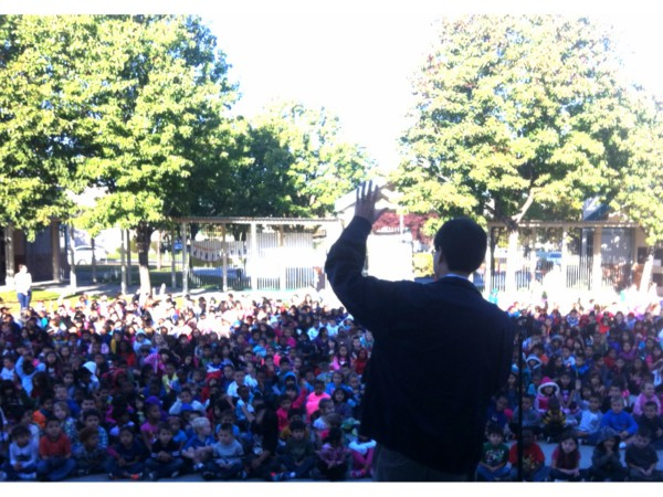 Assemblyman Dr. Richard Pan speaks to Natomas Park Elementary School students during Red Ribbon Week.