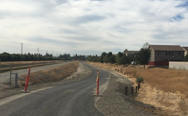 Recently completed new bike trail in Natomas. / Photo: NNTMA