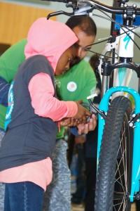 Bike recipients helped build their own bikes with help from volunteers. / Photo: Derek Novaes