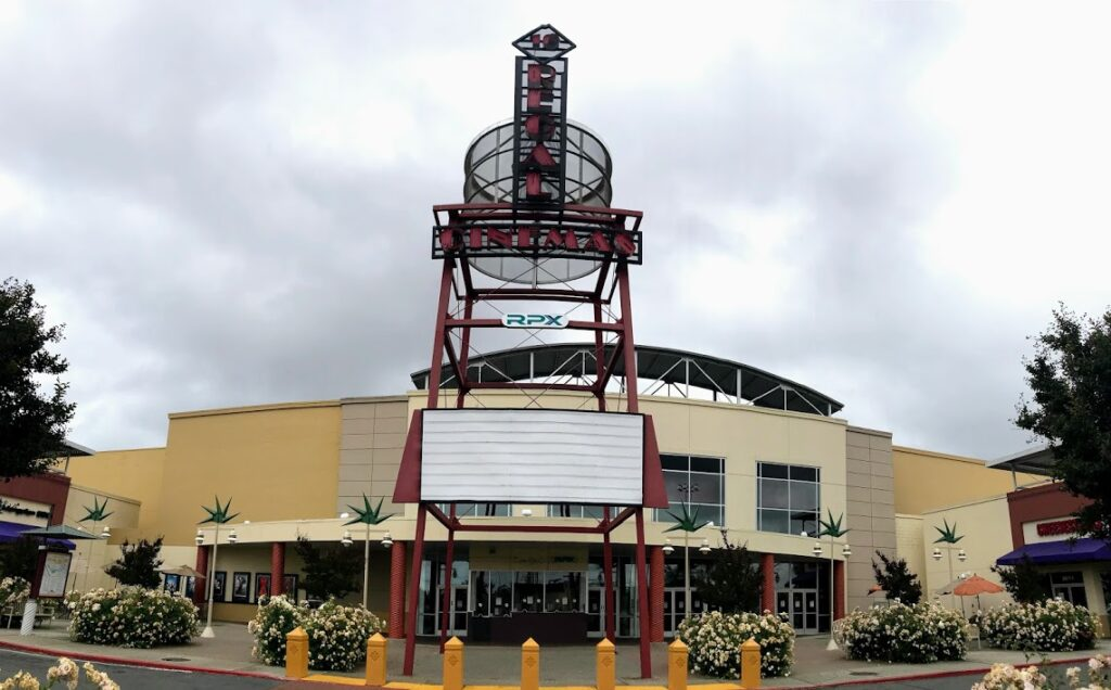 Image of exterior of movie theater. No movies are listed because of the pandemic.